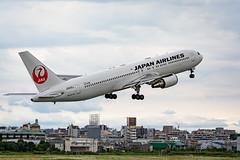 20190609 ITM JA615J (dora9092) Tags: 伊丹空港 japanairlines osakainternationalairport itamiairport itm 大阪国際空港 rjoo 伊丹スカイパーク 767300 jal 日本航空 boeing767346er