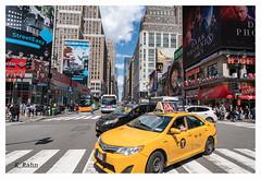 Taxi in Manhattan (aus Kiel) Tags: gelb taxi bewegung strase reiseziel amerika uns reisen typisch neu life lane verkehr allee symbol cabs york vereinigt traditionell editorial busy manhattan icon states ikonenhaft stadt antrieb lang andrang new autos strasen stadtlandschaft nacht licht fahrer