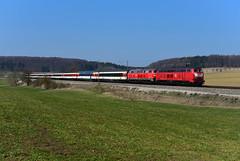 218 402-6 Rail Systems und 218 422-4 DB I EC 191 I Kottgeisering (6788) (CNL 482) Tags: railsystemsrp railsystems railsystemsgotha orientrote218402 2184026 218402 baureihe218 himbeerrot orientrote218 ec191 ec191baselsbbmünchenhbf allgäubahn allgäu kottgeisering landkreisffb ffb 218422 2184224 doppeltraktion 218doppeltraktion eurocity diesellok diesel diesellokomotive dieselstrecke eisenbahnromantik eisenbahn reisezugwagen reisezug fernverkehr fernzug dbfernverkehr sbbsffcff sbb sbbreisezugwagen panoramwagen nikond750 nikon vollformat fx