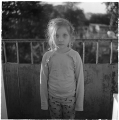 Scan-190612-0001 (Oleg Green (lost)) Tags: juneevening girl portrait tlr seagull4a103 3575triplet bokeh manualfocus fomapan200 120film rodinal