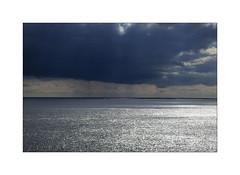 Pointe de Corsen: l'horizon de la mer d'Iroise (Les 3 couleurs) Tags: bretagne brittany nuages clouds finistère littoral coastline pointedecorsen merdiroise