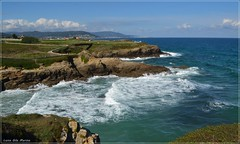 Bordeando la costa (Luisa Gila Merino) Tags: foz galicia litoral marcantábrico olas rocas azul nubes cieloazul paisaje landscape maisema mar cielo sendero serenidad