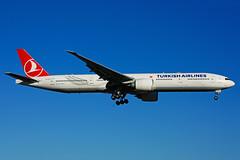 TC-JJU (Turkish Airlines) (Steelhead 2010) Tags: turkishairlines boeing b777 b777300er yyz tcreg tcjju