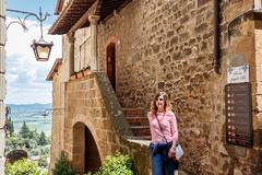 Gemma turista per caso a Montalcino (Mancini photography) Tags: montalcino street tuscany travel house girl