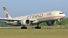 A6-ETP (AnDyMHoLdEn) Tags: etihad 777 boeing777 egcc airport manchester manchesterairport 05r