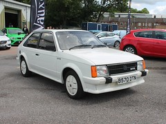 B570 DTN - 1984 Vauxhall Astra GTE (quicksilver coaches) Tags: vauxhall astra gte b570dtn vauxhallheritage luton