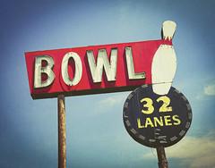 Bowl Sign (photographyguy) Tags: shreveport louisiana unitedstatesofamerica cellphonephotography vintage bowl bowlingalley vintagesign oldsign