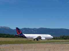 Brussels Airlines Airbus A320 at Geneva international airport. Aircraft registration: OO-TCV (phanphuongphi) Tags: brusselsairlines staralliance airbus airbusa320family airbusa320