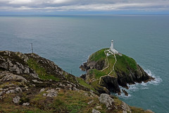 South Stack Lighthouse, Holy Island, Anglesey, Wales (JinxiPhotography) Tags: lighthouse anglesey uk wales sea view cliff path walking landscape clouds cloudy white building green grass monument historic dramatic waves rock south stack holy island rain