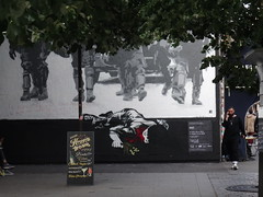 rue Oberkampf (Jeanne Menjoulet) Tags: rueoberkampf rnst manif muguet enfant mort happyhours crs