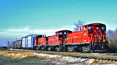 TRRA 1516, 1508 & 1517 (EMD SW1500's) @ East St Louis IL (hardhatMAK) Tags: trra1516 trra1508 trra1517 emdsw15000 freighttrain eaststlouisil 11291986 scannedslide kodachrome64