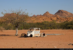 Near Madisa, Damaraland, Namibia (JH_1982) Tags: landscape nature scenery scenic mountains mountain desert car auto wreck wrack rusty rostig natur madisa d2612 gravel road damaraland дамараленд namibia namibië 纳米比亚 ナミビア 나미비아 намибия