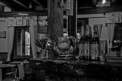 Butecando por aí... Capitão Chaves Bistrô, São Francisco de Paula RS - Brasil (jvaladaofilho) Tags: valadaoj brasil rs saofranciscodepaula capitaochavesbistro livrariamiragem cenasurbanas cityscape streetview streetphotography blackwhite monochrome pretoebranco monocromatico nikon nikond5300