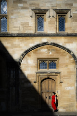 "Homage to Fan Ho's ""Approaching Shadow"" (Sheng P.) Tags: qipao oxford oxfordshire uni uk england chinese dress model shadow dramatic storytelling streetphotography street sony a7iii red color zeiss fe55mmf18za"