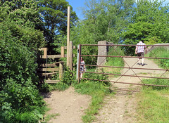 230519#052 Shipton on Cherwell Footpath (Steveox55) Tags: oxfordshire shiptononcherwell footpath gate stile bridge