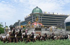shrine at government complex (the foreign photographer - ฝรั่งถ่) Tags: government complex chaengwattana road bangkok thailand sony elephants trunks raised
