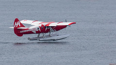 Hydravion - Vancouver, CB, Canada - 1387 (rivai56) Tags: hydravion vancouver cb canada 1387 avion au décollage red seaplane taking off