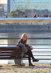 La espera (carlos_ar2000) Tags: espera wait waiting chica girl mujer woman bella beauty sexy calle street banco bench linda pretty gorgeous puerto port puente bridge puertomadero buenosaires argentina