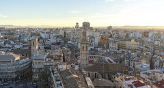 """Valencia desde """"El Miguelete"""" II (Fotgrafo-robby25) Tags: arquitectura edificacionessingulares edificiosdeviviendas panorámicadevalencia panorámicas sonyilce7rm3 tejados valencia"""