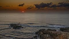 Rojo amanecer sobre el mar (Fotgrafo-robby25) Tags: alicante amanecer costablanca marmediterráneo nubes rocas sol sonyilce7rm3