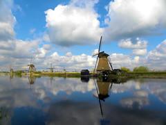 DSCN0934 (alainazer2) Tags: kinderdijk nederland paysbas holland hollande eau acqua water ciel cielo sky moulin mulino windmill