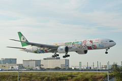 EVA Airlines  Hello Kitty Sanrio Family Livery 777-35E(ER) (B-16703) LAX Approach 1 (hsckcwong) Tags: evaairlines eva hellokittysanriofamilylivery 77735eer 777300er 777300 b16703 lax klax