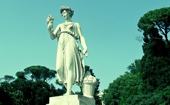 Un piano verde (Robert Saucier) Tags: rome roma piazzadelpopolo arbres trees ciel sky statue vert green img7516