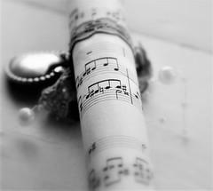 Music in b&w (wilma HW61) Tags: smileonsaturday musicinbw macro doff muziekblad musicsheet feuilledemusique fogliodimusica monochrome bw blackandwhite zwartwit notenbalk barradidado barredenoix stave nederland niederlande netherlands nikond90 holland holanda paysbas paesibassi paísesbajos europa europe wilmahw61 wilmawesterhoud