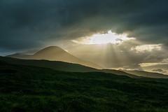 Beinn na Caillich (Joachim S.) Tags: schottland abendstimmung berg himmel sonne wiese isleofskye scotland unitedkingdom