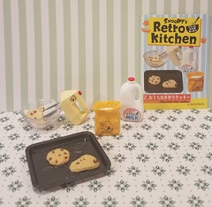 Re-ment Snoopy's Retro Kitchen No. 02 This is a second set because I need more milk and I want to paint this mixer pink or aqua. #rement #snoopy #miniature #miniaturekitchenaccessories #Peanuts (wpnschick) Tags: peanuts miniature miniaturekitchenaccessories rement snoopy