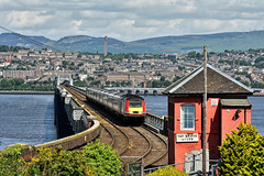 The South End of the Tay Bridge (whosoever2) Tags: uk united kingdom gb great britain scotland nikon d7100 train railway railroad june 2019 tay bridge river dundee wormit lner hst class43 43318 1e15 aberdeen london kings cross sun signal box