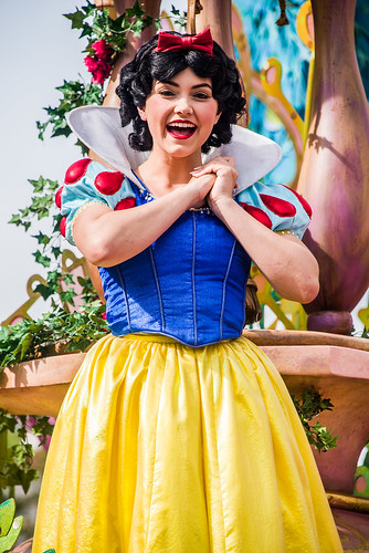 Mickey's Soundsational Parade - Disneyland - Snow White