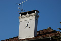 Hautes-Pyrénées (visol) Tags: chimneys cheminées chimeneas camino chamine chimney barbacana xemeneies xememeie xemeneie xemeneia tximinia tejados teulades tejas tejado teulas kaminköpfe france francia