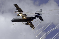 Lockheed C-130H Hercules (L-382) G-781 Netherlands - Air Force (WvB Photography - The Sky Is The Limit) Tags: weslyvb weslyvanbatenburg pentax k3 pentaxk3 sigma150500oshsm airplane aviation airport air klu koninklijkeluchtmacht ehvk volkel luchtmachtdagen lockheed c130h hercules l382 g781 netherlands force flares