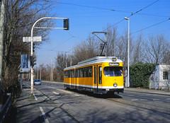 Richtung Flughafen bitte einsteigen (trainspotter64) Tags: strasenbahn tram tramway tranvia tramvaj tramwaje mülheim mvg nrw rheinland ruhrgebiet vrr düwag gt6 streetcar