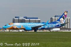 DSC_5602Pwm (T.O. Images) Tags: westjet boeing 737 737800 frozen disney toronto pearson yyz