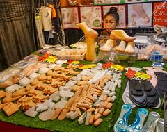 Ratchada Rot Fai night market Din Daeng (10) (walterkolkma) Tags: thailand market bangkok dindaeng rama9 night color vendors shopping thai food stalls kolkma panasonic gx850 gx9