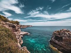 Mallorca Küste (berlin-belichtet.de) Tags: spanien spain küste coast mittelmeer mediterranean fels rock türkis turquoise blue sky blauer himmel ocean meer clouds wolken