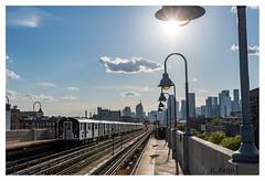 New Yorker Subway (aus Kiel) Tags: ubahn öffentlicher verkehr zug durchreise transport gleis new york signale brücke brooklyn gebäude bunt landschaft linie manhattan masse fahrgäste bahn skyline station baum uns