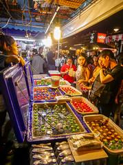 Ratchada Rot Fai night market Din Daeng (4) (walterkolkma) Tags: thailand market bangkok dindaeng rama9 night color vendors shopping thai food stalls kolkma panasonic gx850 gx9