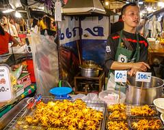 Ratchada Rot Fai night market Din Daeng (6) (walterkolkma) Tags: thailand market bangkok dindaeng rama9 night color vendors shopping thai food stalls kolkma panasonic gx850 gx9