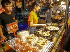 Ratchada Rot Fai night market Din Daeng (3) (walterkolkma) Tags: thailand market bangkok dindaeng rama9 night color vendors shopping thai food stalls kolkma panasonic gx850 gx9