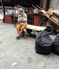 hoje não (lucia yunes) Tags: cenaderua cenaurbana trabalho trabalhoderua trabalhador fotografiaurbana fotografiaderua streetphoto streetphotography streetlife streetscene lifeinstreet worker luciayunes motoz3play