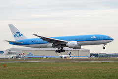 PH-BQE (PlanePixNase) Tags: amsterdam ams eham schiphol planespotting airport aircraft klm boeing 777200 777 b772