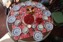 Kaffee- und Kuchen (Tischbild) (multipel_bleiben) Tags: essen zugastbeifreunden kuchen gebäck muffin torte erdbeeren obst typischdeutsch
