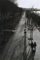 Quais du Rhône (Pito Charles) Tags: analog analogcamera filmcamera filmisnotdead film vintage vintagecamera france french filmroll argentique appareilargentique ae1 canon canonae1 kodak tmax 400 lyon city ville street streetphotography
