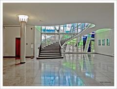 Wer sich traut (dolorix) Tags: dolorix köln cologne rathaus townhall spanischerbau architektur architecture treppe staircase standesamt registryoffice