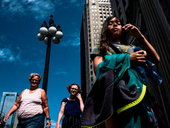 People in Chicago in June19-215.jpg (Ralphs Images) Tags: streetphotography candidshots mft streetsofchicago olympuszuikolenses panasoniclumixg9 lumixgx9 moods stimmungen menschen ralph´simages chicagochicagostreets peopleofchicago