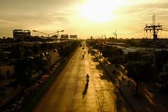 (Thitinut) Tags: goldenhour dusk evening bangkok thailand road