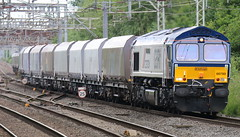 66780 G.B.R.f. (weallloveabargain) Tags: 66780 the cemex express passing through sandbach station 4h04 1133 bletchley gbrf peak forest